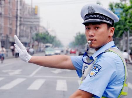 http://i0.wp.com/upload.wikimedia.org/wikipedia/commons/5/5f/China_Traffic_Police.jpg?w=584