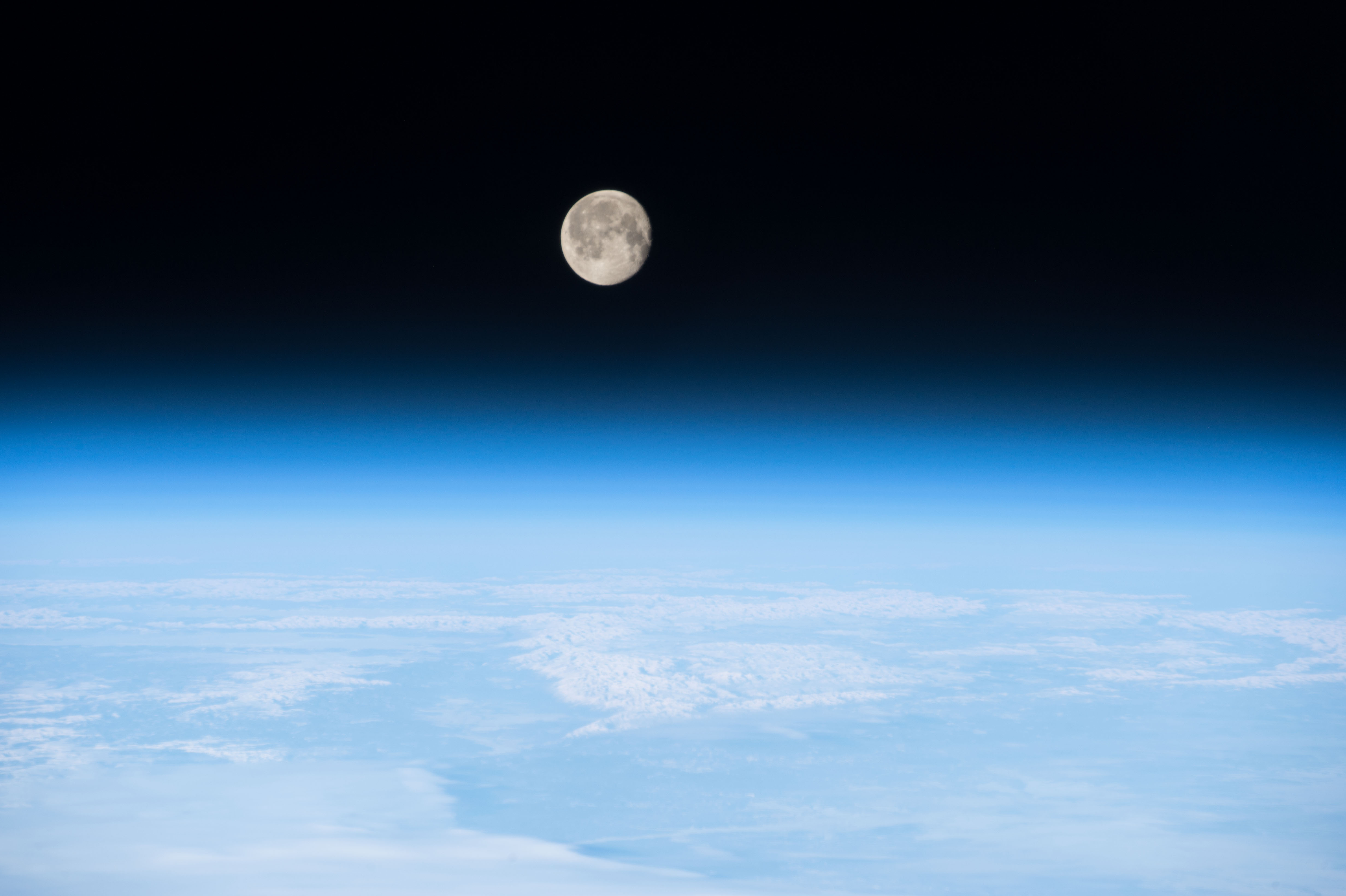 Best Fall Wallpapers File Iss 42 Moon On The Earth S Atmosphere Jpg Wikimedia