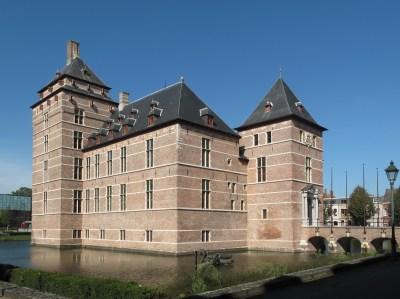 File:Turnhout, kasteel-rechtbank foto3 2010-10-03 13.17.JPG - Wikimedia Commons