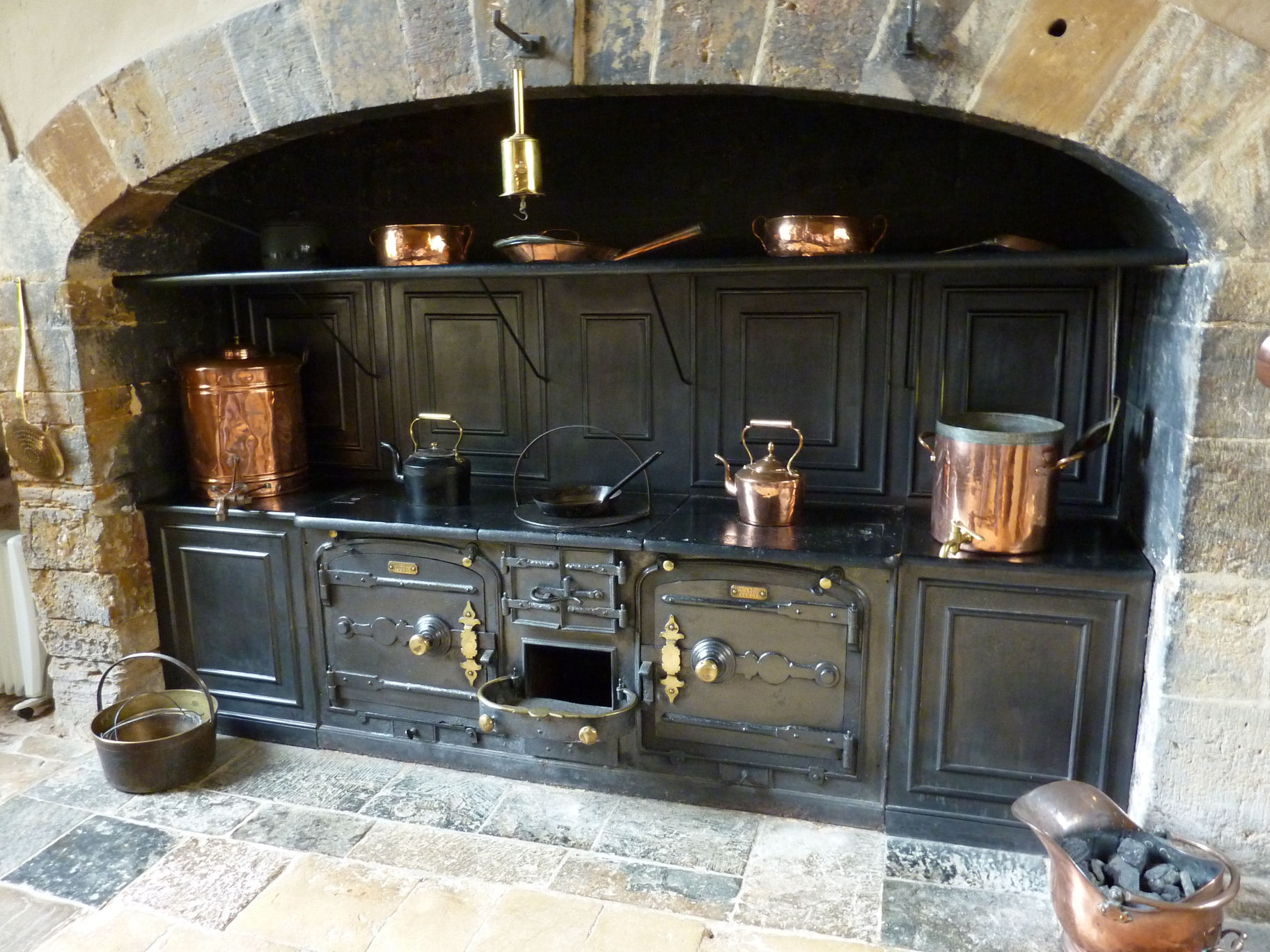 File canons ashby house kitchen jpg wikimedia commons