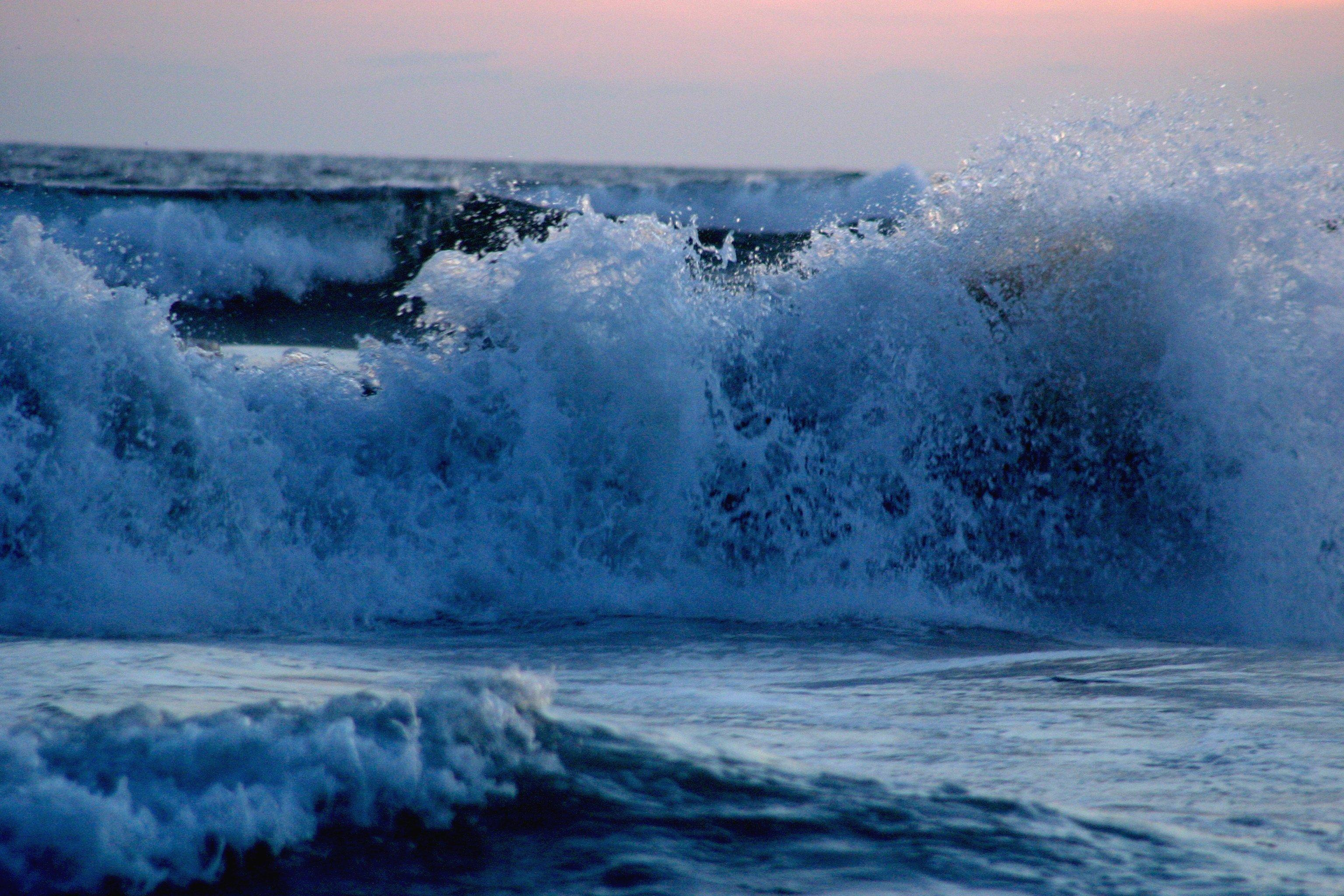 Night King Hd Wallpaper File Wave Acapulco Breaking Jpg Wikipedia