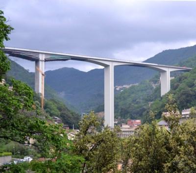 File:Viadotto Sori, autostrada A12.jpg - Wikimedia Commons