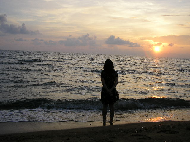 Girl Walking Alone Wallpaper File Filipino Lady In The Beach On Sunset Jpg Wikimedia