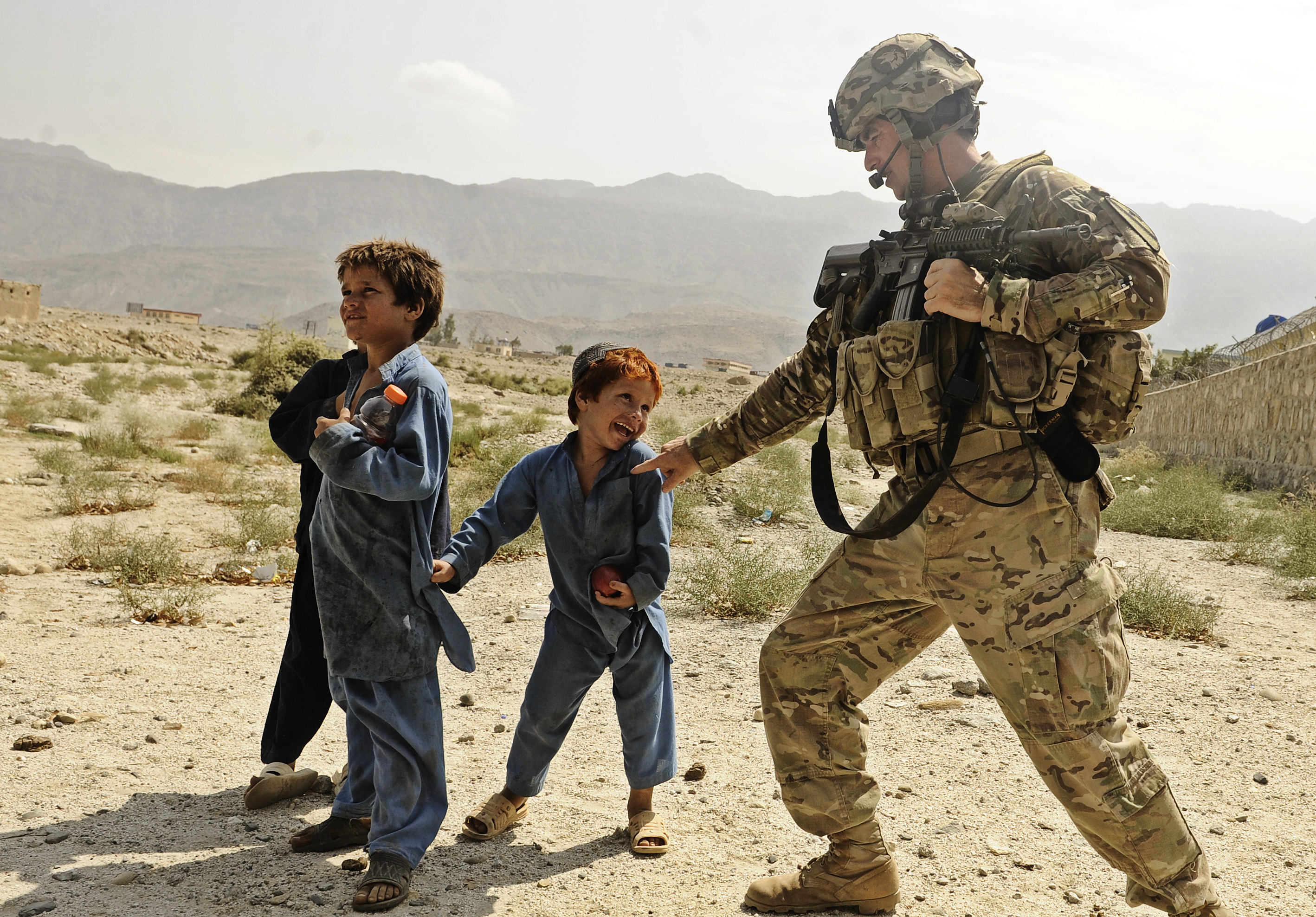 Military Camouflage Wallpaper Hd File Us Soldier Plays With Afgan Kid Jpg Wikimedia Commons