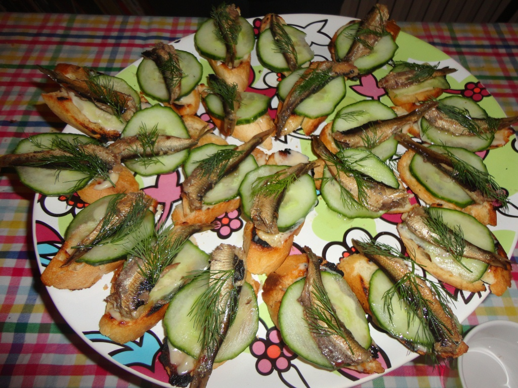 Canapés Wikipedia Canapés With Smoked Sprats. #russian | Appetizers, Salads