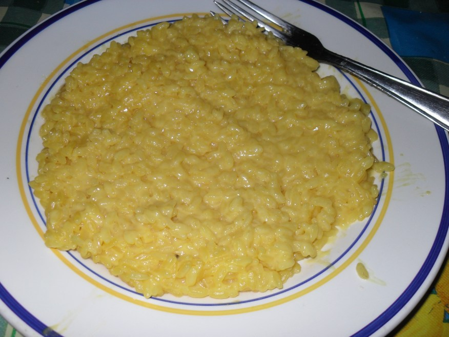 http://i0.wp.com/upload.wikimedia.org/wikipedia/commons/8/83/Risotto_alla_Milanese.JPG?resize=876%2C657&ssl=1