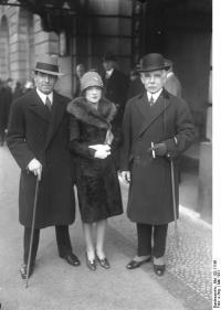 File:Bundesarchiv Bild 102-11196, Otto H. Kahn mit Sohn ...