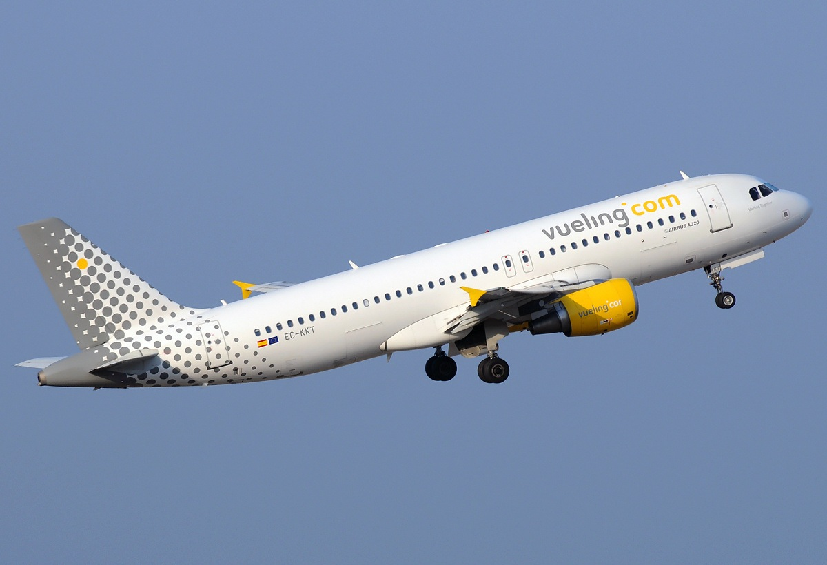 Vueling Airlines File:vueling Airlines Airbus A320-214 Ec-kkt.jpg