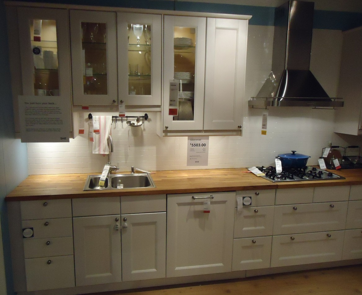 how to paint a kitchen cabinet kitchen cabinet Image source https upload wikimedia org wikipedia commons 9 91 Kitchen design at a store in NJ 5