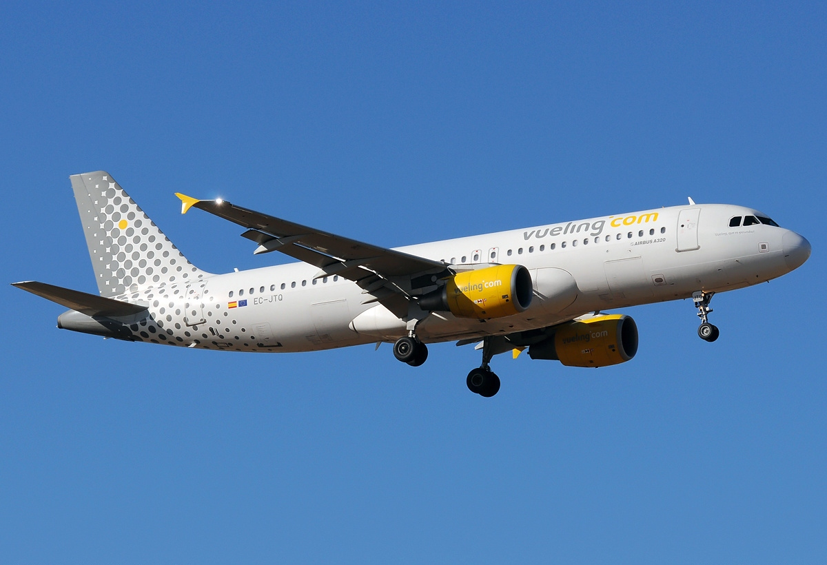 Vueling Airlines File:airbus A320-214, Vueling Airlines An2072848.jpg