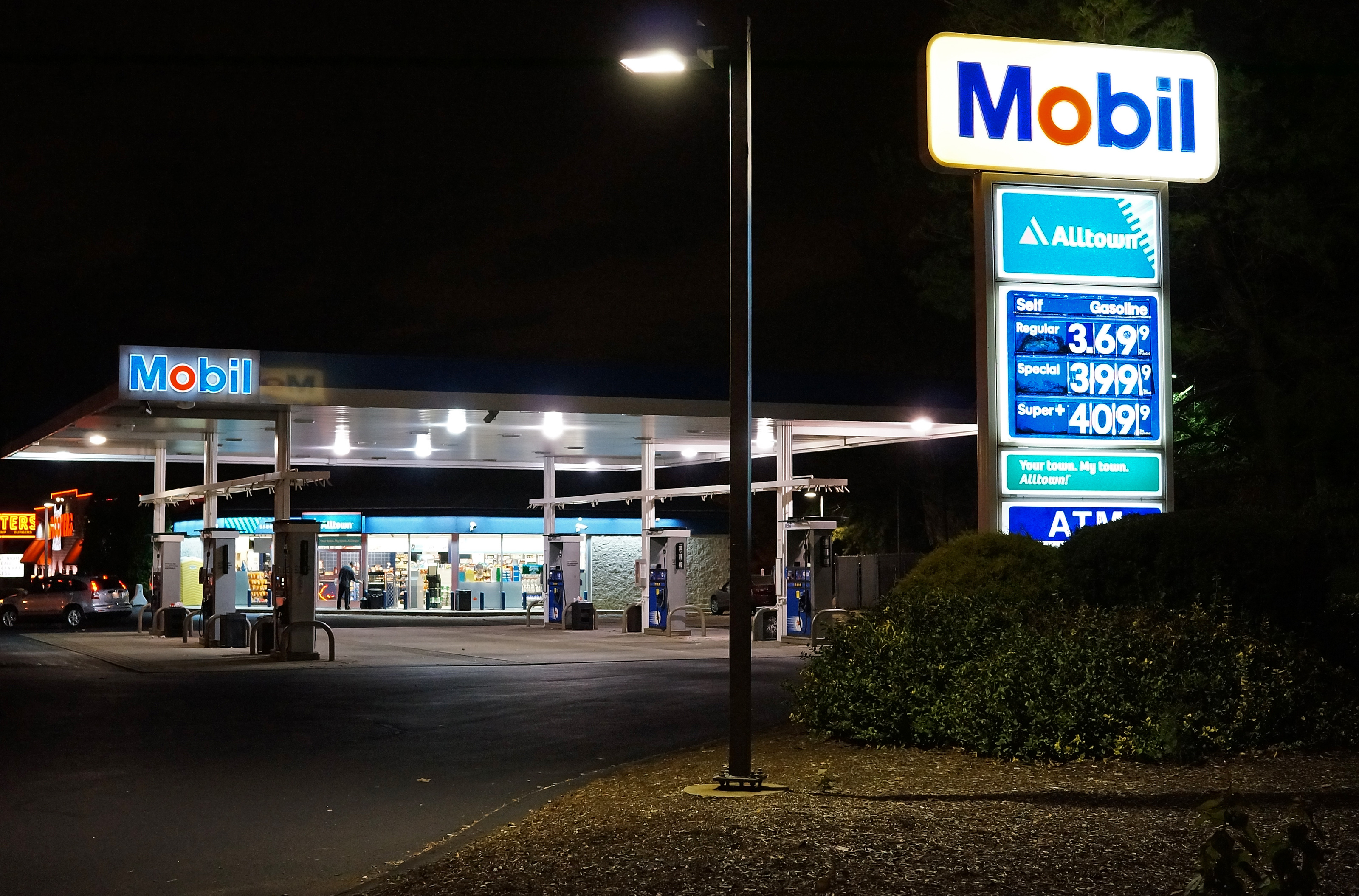 Gasoline Stations File Mobil Gas Station Jpg Wikimedia Commons