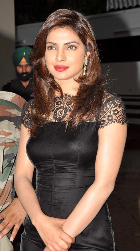 Black And Red Wallpaper Hd File Priyanka Chopra Meets Army Jawans 11 Jpg