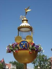 File:Disneyland-50th lamppost.jpg