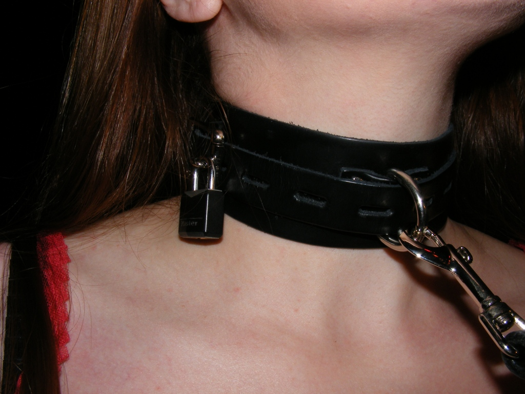 locking collars for women