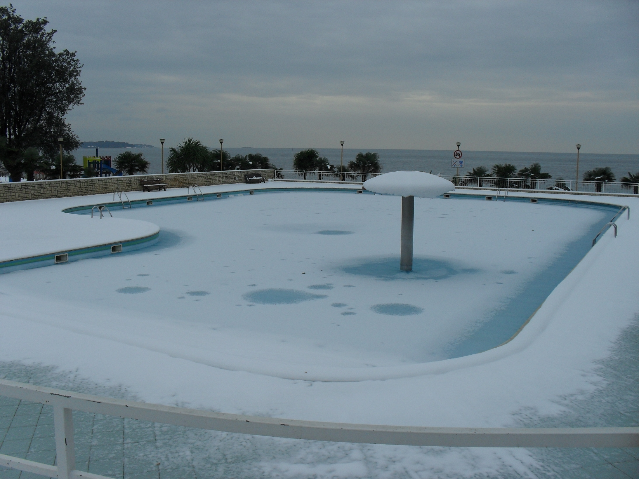 Pool Garten Winter File Snow In Poreč In The Pool The First Day Of Winter