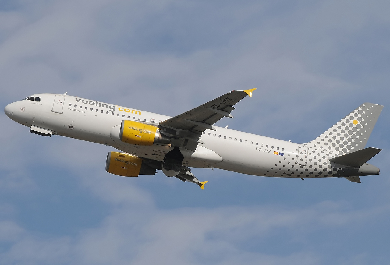 Vueling Airlines File:airbus A320-214, Vueling Airlines Jp7225326.jpg