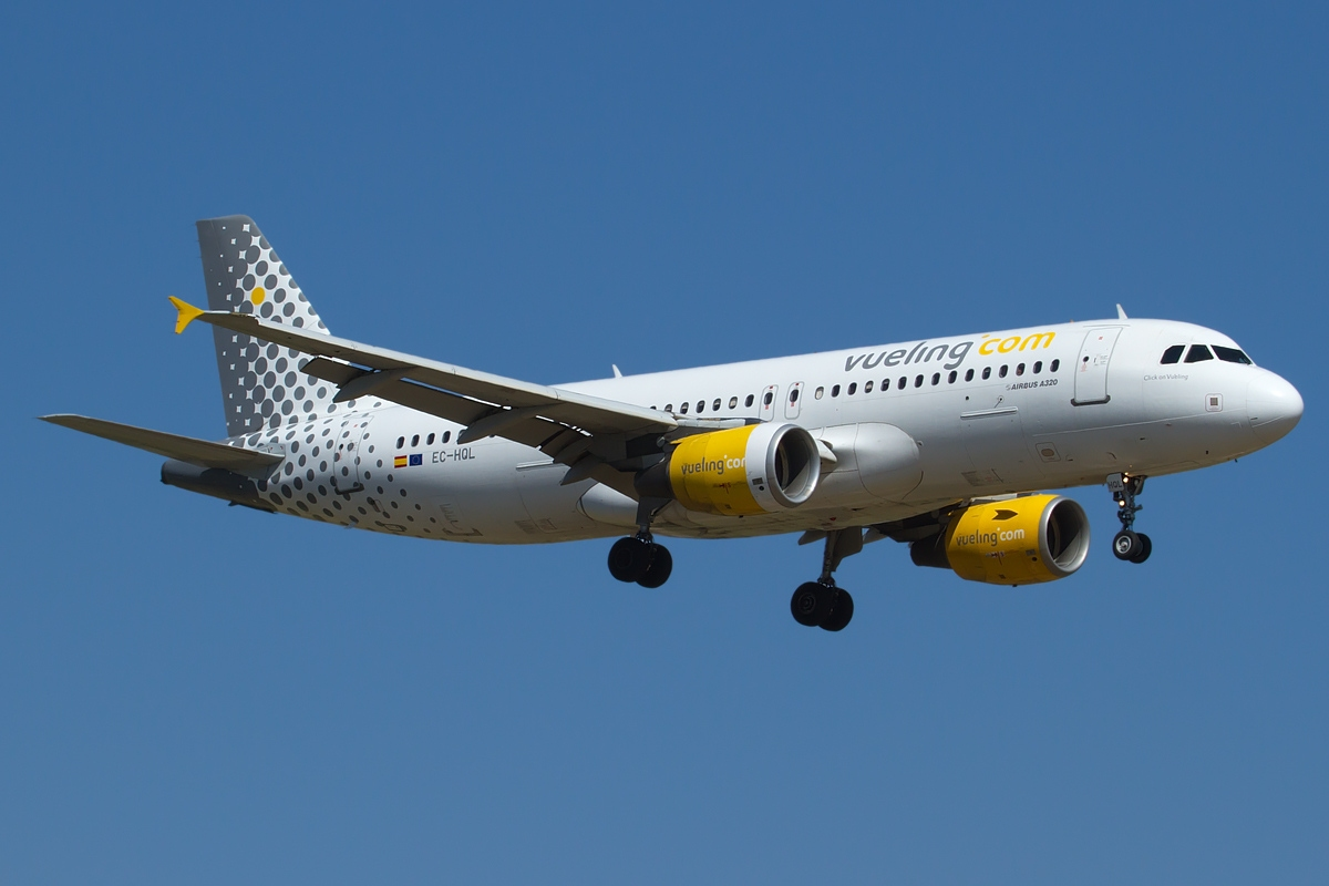 Vueling Airlines File:airbus A320-214, Vueling Airlines Jp7673283.jpg