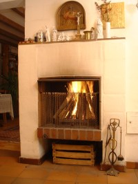 File:Open fireplace with icon.jpg - Wikimedia Commons
