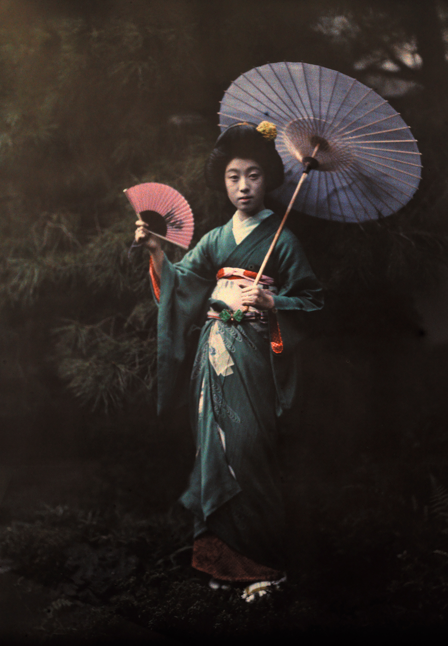 1080p Girl Wallpaper File A Geisha Girl Poses In Her Kimono In Kyoto June 1927