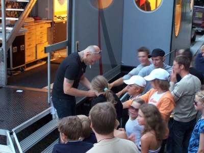 Fil:Nordman signing autographs.jpg – Wikipedia
