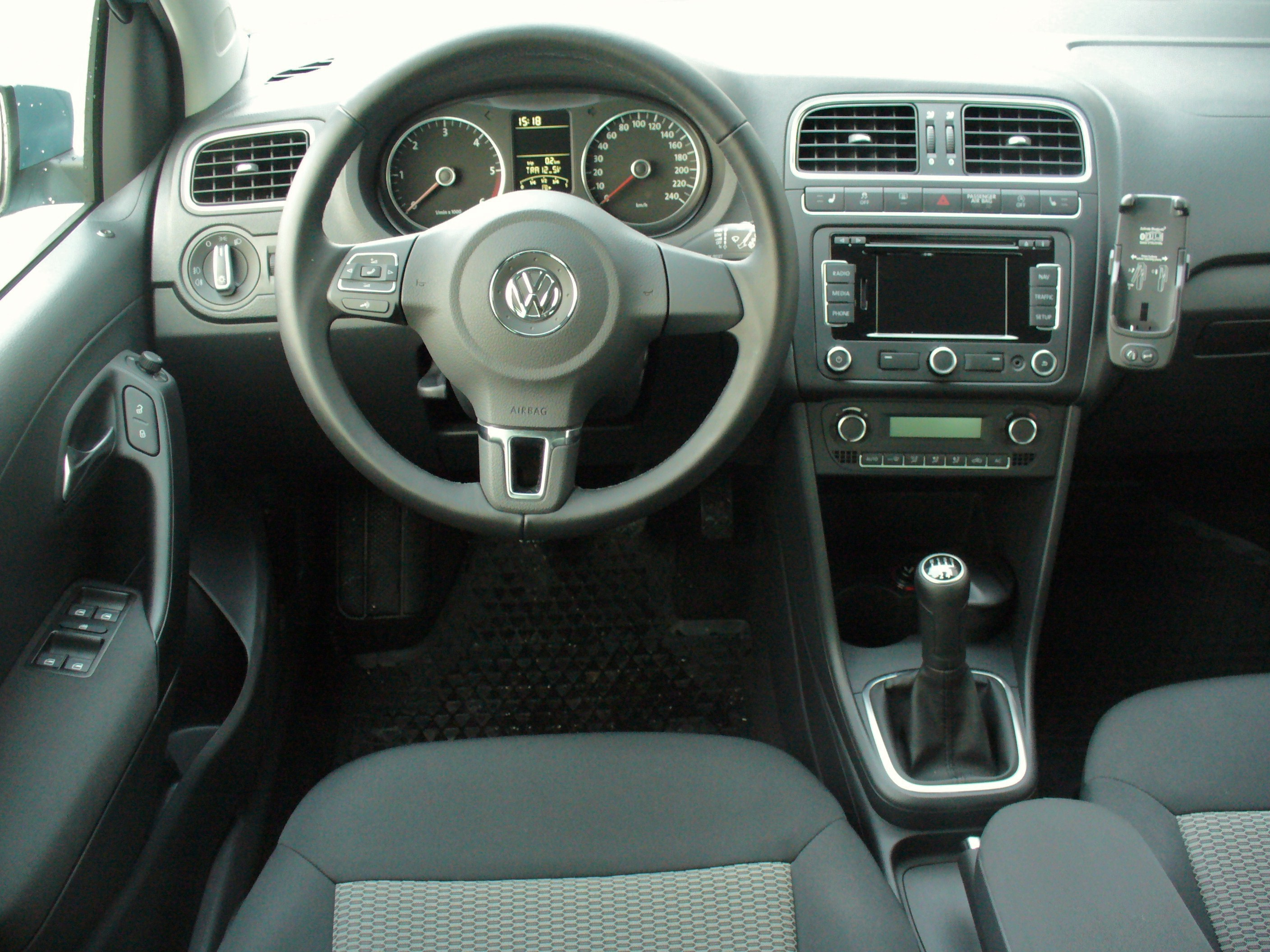 Interieur Vw Up File Vw Polo V 1 2 Tdi Bluemotion Glacierblau Interieur Jpg