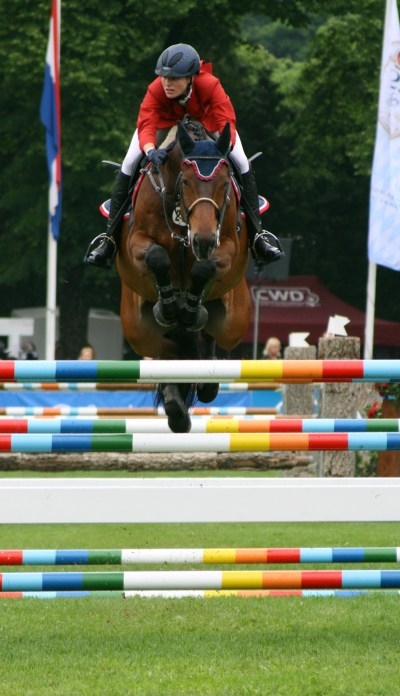 File:Springreiten Simone Blum auf Pferd Flying Boy International 2011.JPG - Wikimedia Commons