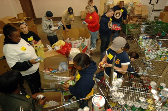 Five Tips to Encourage Family Volunteering This Holiday Season