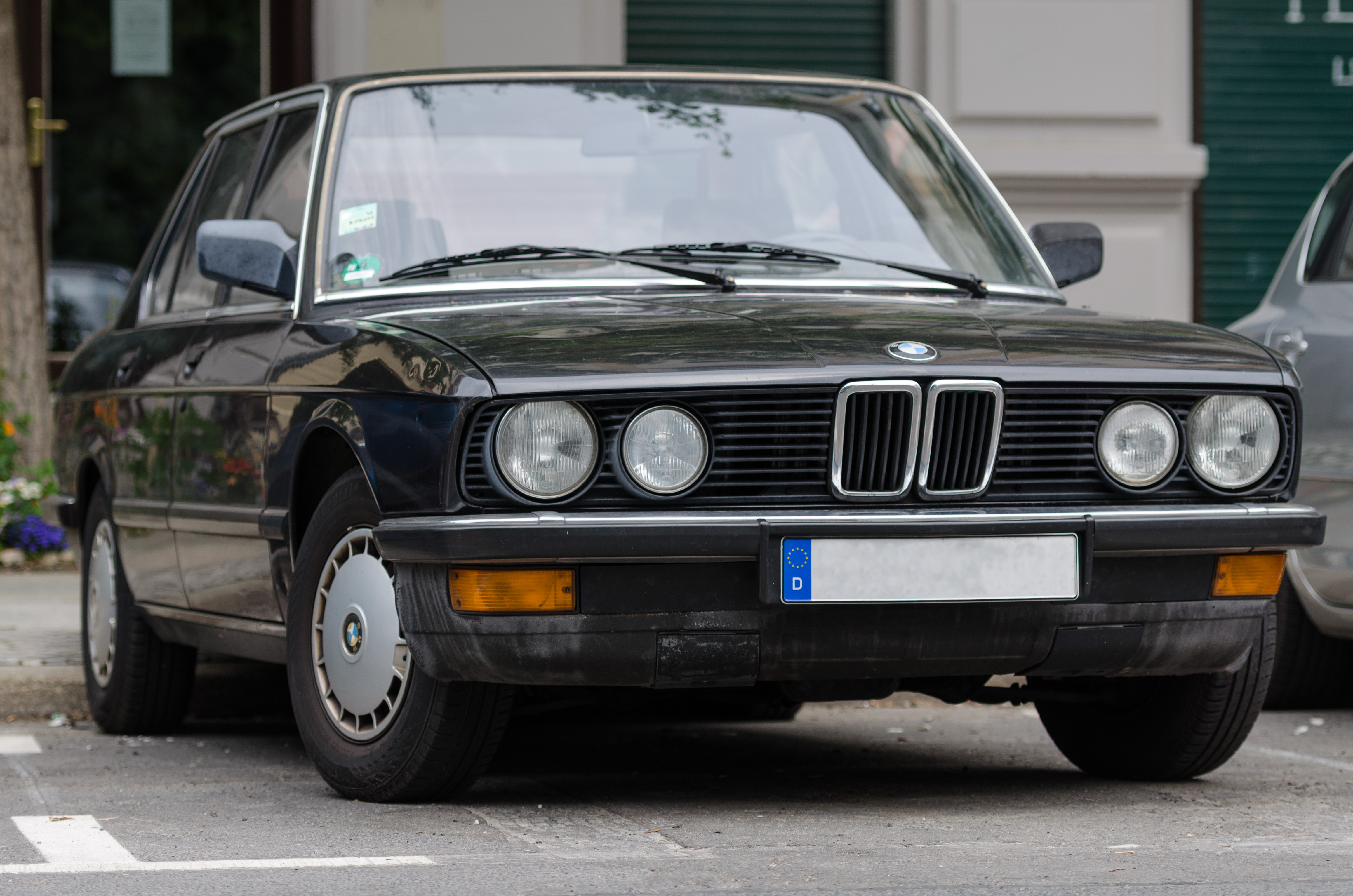 Free Wallpaper Old Cars File Bmw E28 5 Series Front View 20130615 1 Jpg