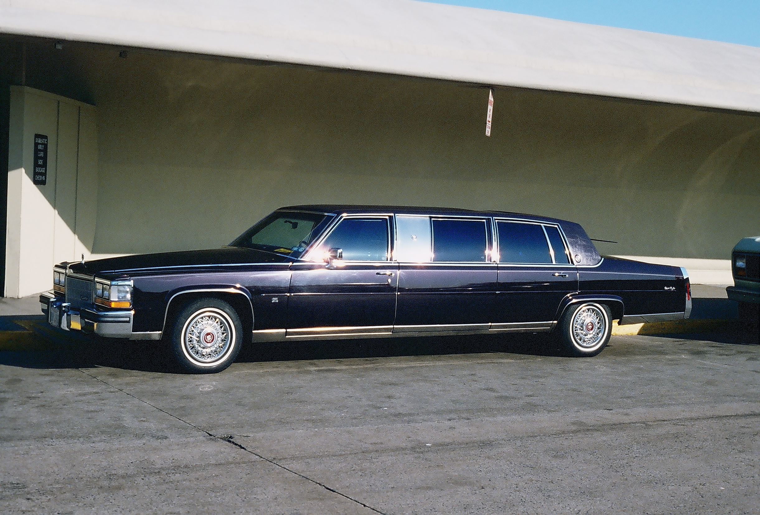 Airport Jfk Limousine Service File:limousine At Jfk Airport, Ny.jpg - Wikimedia Commons