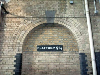 File:Platform 9 3-4, King's Cross - panoramio - Keith Ruffles.jpg - Wikimedia Commons