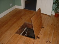 File:Trapdoor.jpg - Wikipedia