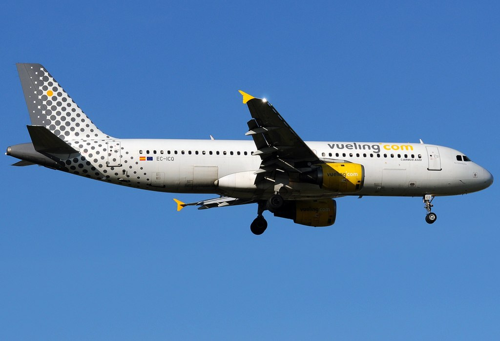 Vueling Airlines File:airbus A320-211, Vueling Airlines An1930991.jpg