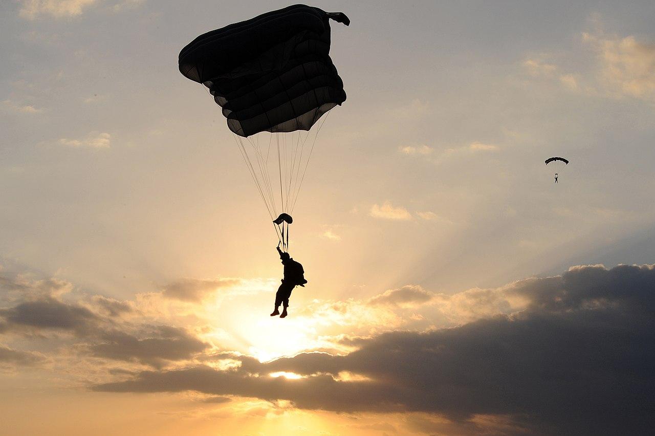 Free Fall Wallpaper Pics File Us Navy 090226 N 4205w 073 Special Warfare Combatant