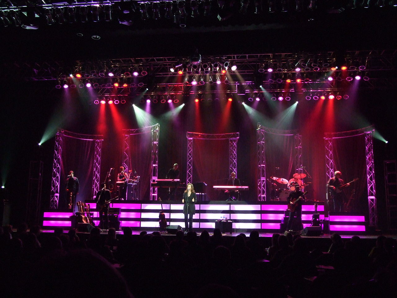 3d Wallpaper For Drawing Room File Amy Grant On Stage At The Peppermill Concert Hall In