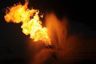 Burning gas from Deepwater Horizon oil spill 2010-05-16