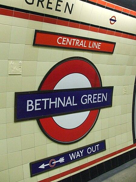 File:Bethnal Green stn roundel.JPG