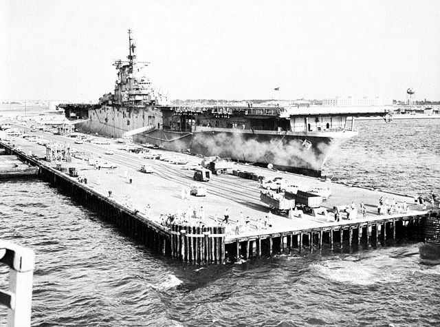 navy ship uss boxer lph 4