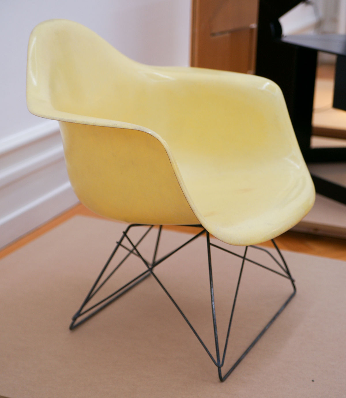 Charles And Ray Eames Chair Vitra - Wikipedia