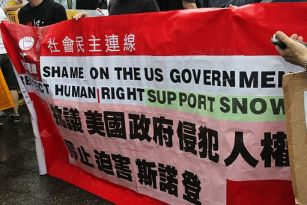 Protesters rally in Hong Kong to support Edward Snowden 01