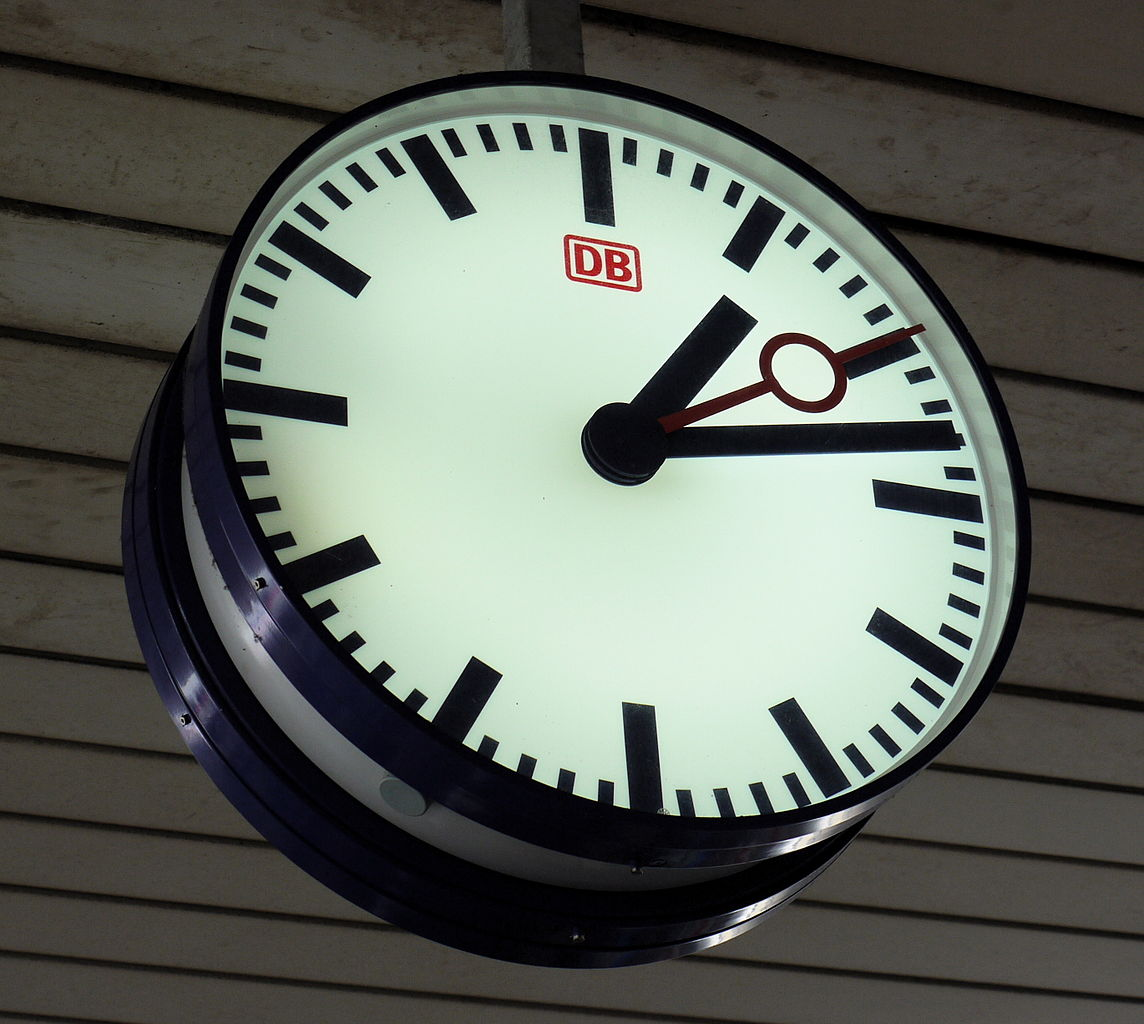 Clocks File:db Station Clock, Basel Badischer Bahnhof.jpg