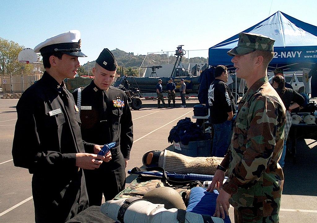 FileUS Navy 040207-N-1029P-003 Master-At-Arms 2nd Class Sean M - us navy master at arms