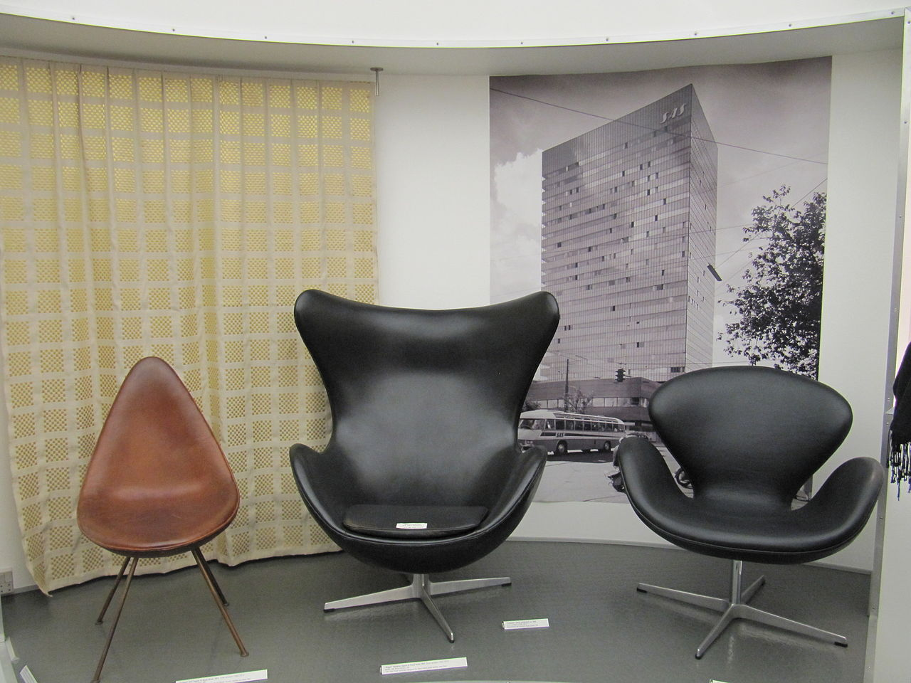 File Arne Jacobsen Drop Egg And Swan Jpg Wikimedia - Arne Jacobsen Chair