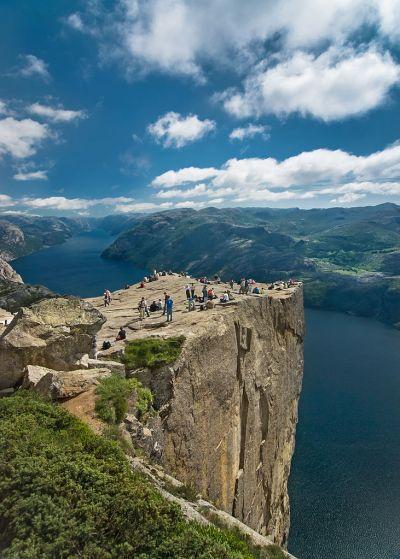 File:Preikestolen Norge.jpg - Wikimedia Commons