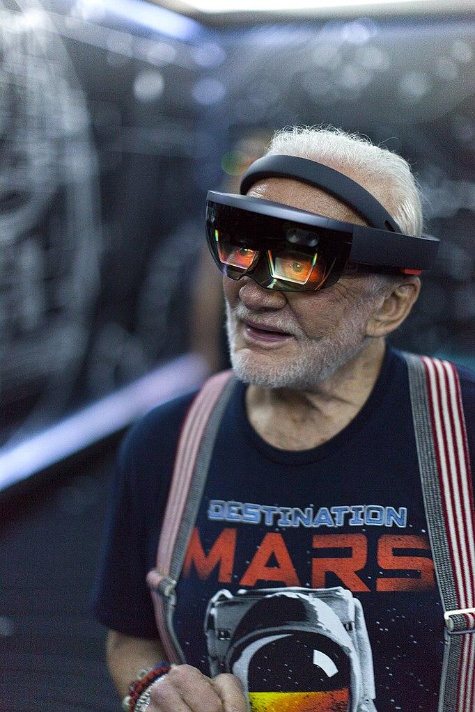 FileApollo 11 astronaut Buzz Aldrin tries out Microsoft HoloLens