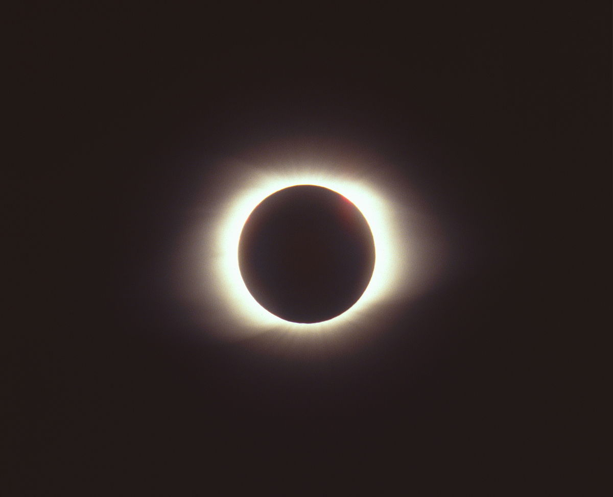 Sol A Clipser Solar Eclipse Of March 9 1997 Wikipedia
