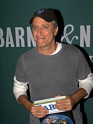 English: Jon Stewart at Barnes & Noble Union S...
