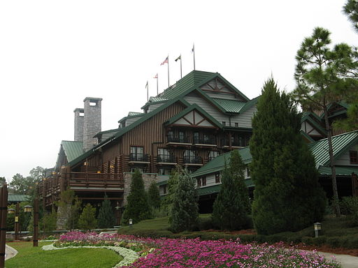 Disney's-Wilderness-Lodge-Entrance