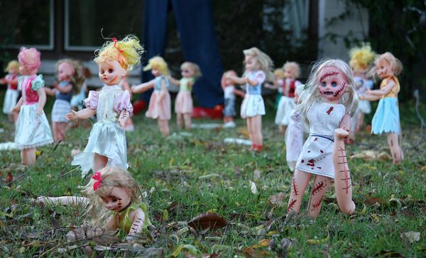 zombie barbie - YouTube For life Pinterest Michelle phan - zombie halloween decorations