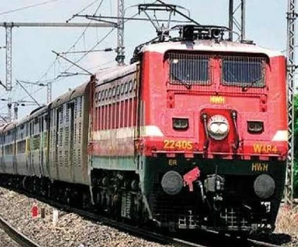 जल्द ही प्रयागराज से नेपाल बॉर्डर तक चलाई जाएगी इलेक्ट्रिक इंजन,जानिए क्या है रेलवे का प्लान