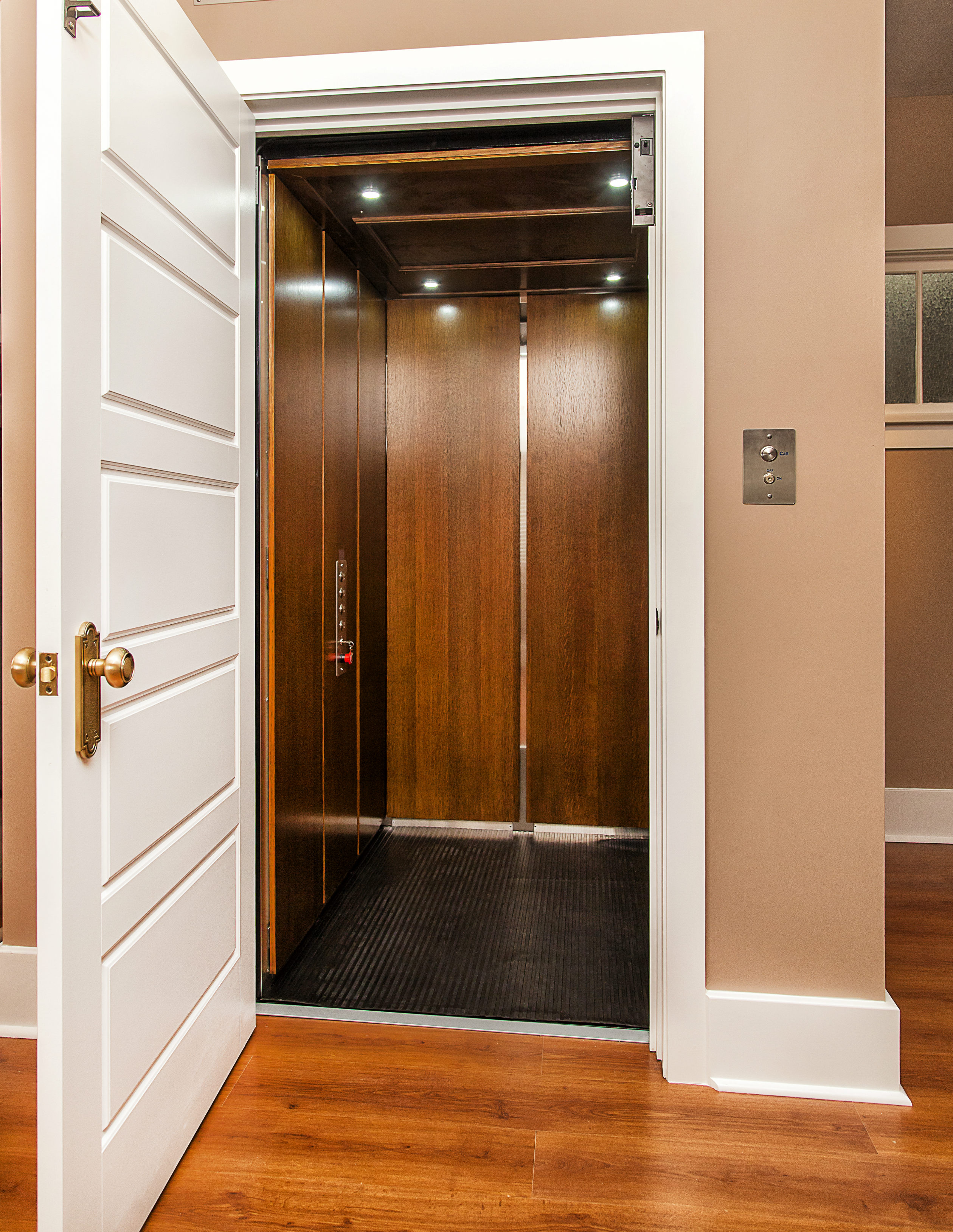 Residential elevators calgary archives uppercut for Small elevator for home price